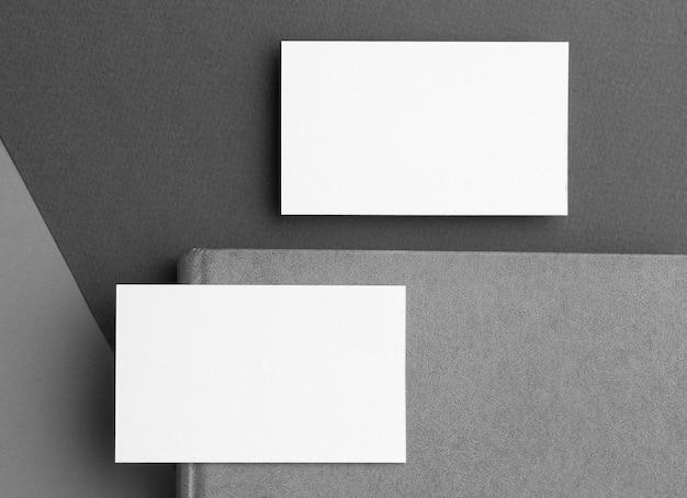 Papelería corporativa tarjetas de visita en blanco fondo moderno