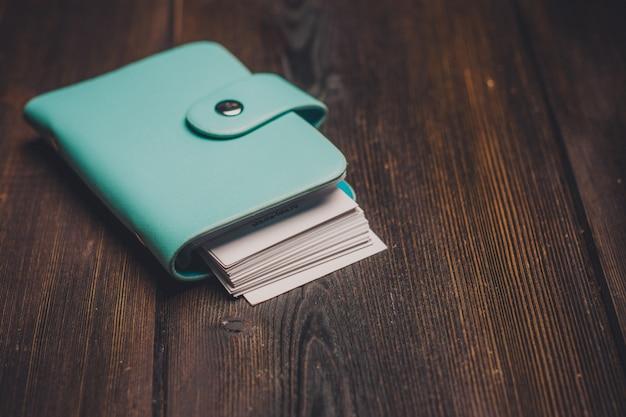 Papelería, escritorio de madera, artículos escolares y de oficina