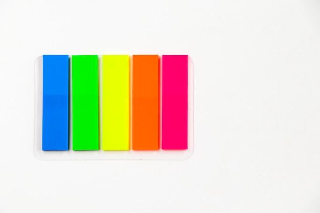 Papeles adhesivos de colores