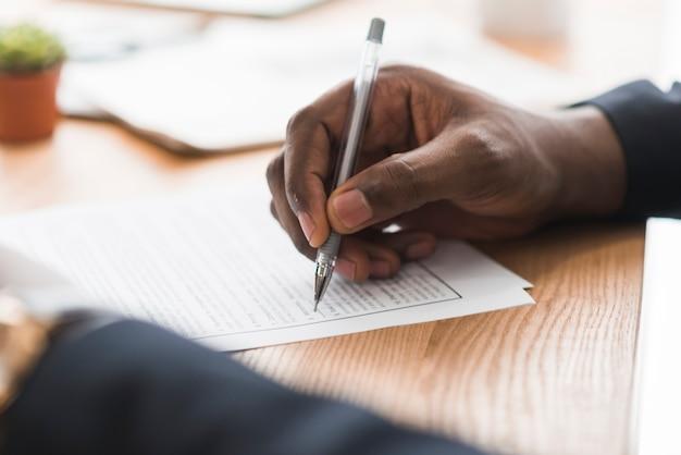 Papeles de firma del empresario