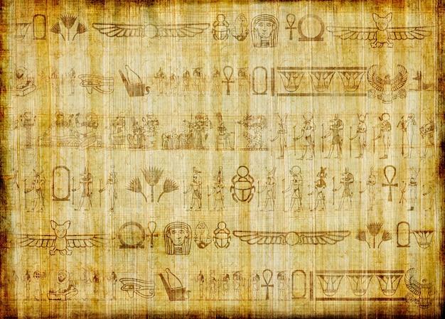 Papiro egipcio tradicional hecho a mano con jeroglíficos antiguos