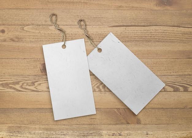 Paquete aislado de etiquetas con tira de yute