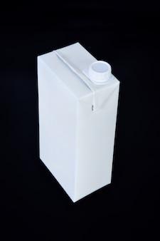 Paquete de caja de cartón aislado