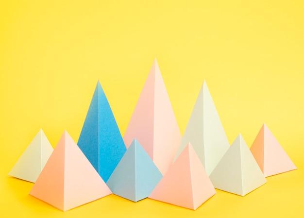 Paquete de objetos de papel geométrico de alto ángulo