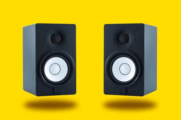 Par de altavoces de monitorización profesionales de alta calidad para mezcla y masterización de grabaciones de sonido