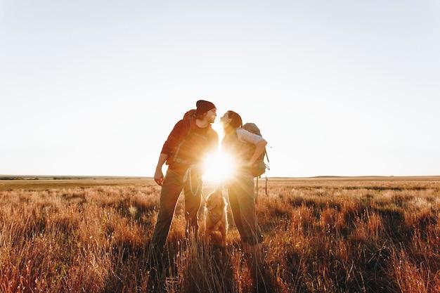 Par ir de excursión juntos en el desierto