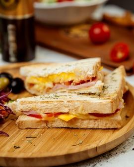Un par de sandwiches