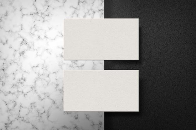 Par de tarjetas en superficie de mármol