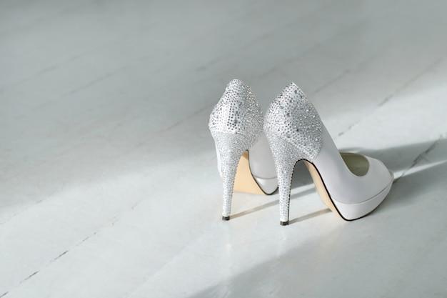 Un par de zapatos de alta montaña