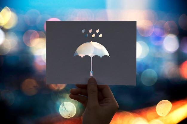 Paraguas de papel perforado temporada lluviosa
