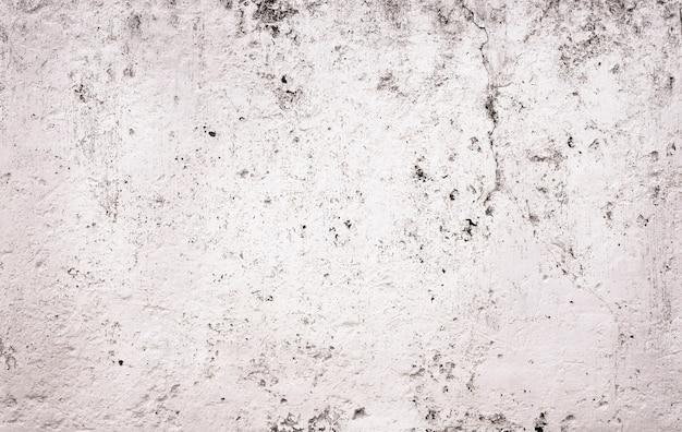 Pared agrietada de cemento blanco