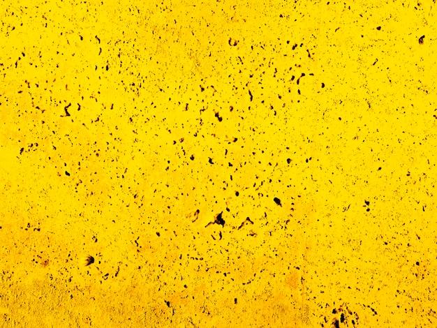 Pared amarilla resistida con textura