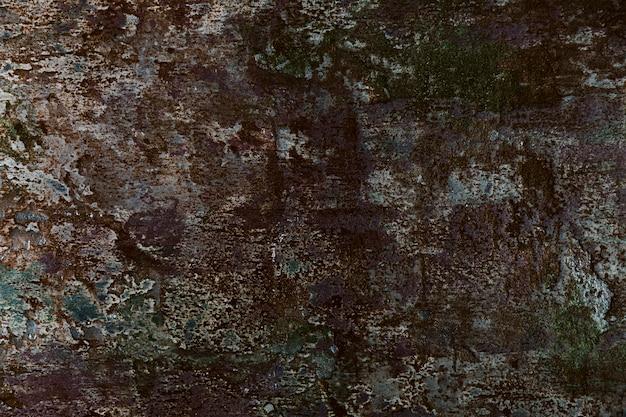 Pared de cemento con pintura y superficie rugosa.