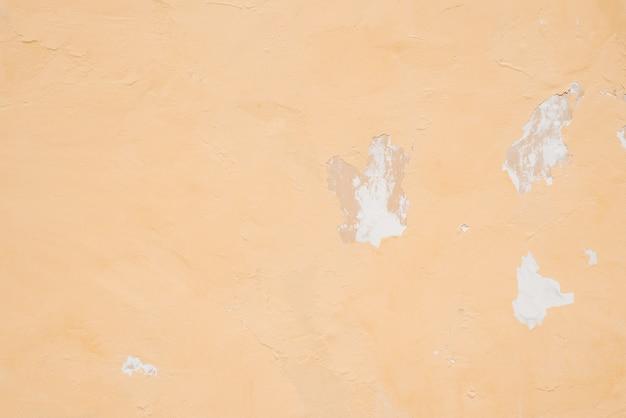 Pared de color naranja claro con yeso