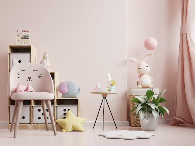 Pared en la habitación de los niños con silla en pared de color rosa claro, representación 3d