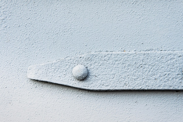 Pared metálica pintada de gris
