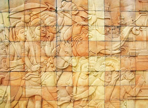 Pared de piedra del arte de la historia en el templo, tailandia