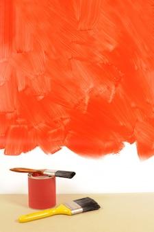 Pared pintada de color rojo