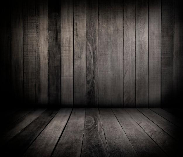 Pared y piso de madera.