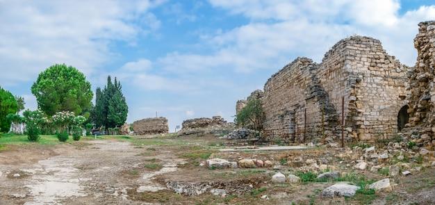 Paredes de la antigua ciudad de hierápolis en pamukkale, turquía