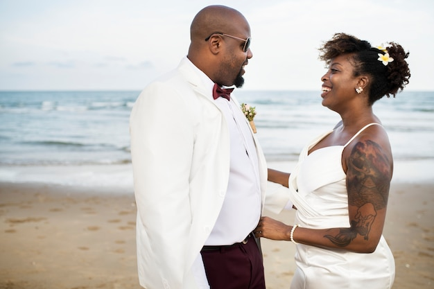 Pareja afroamericana día de la boda