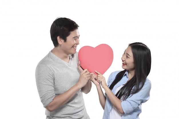Pareja asiática celebra san valentín