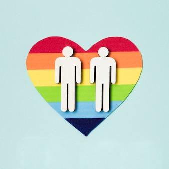 Pareja del mismo sexo en un corazón