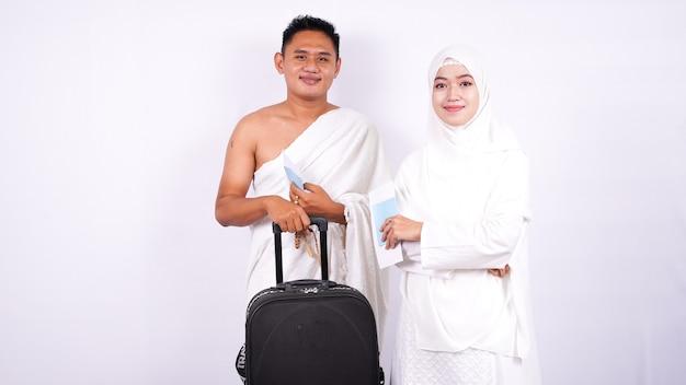 Pareja musulmana usa ihram aislado