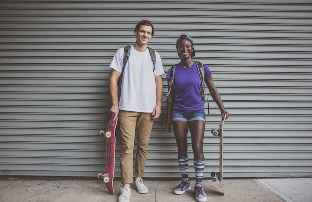 Pareja de skaters en nueva york