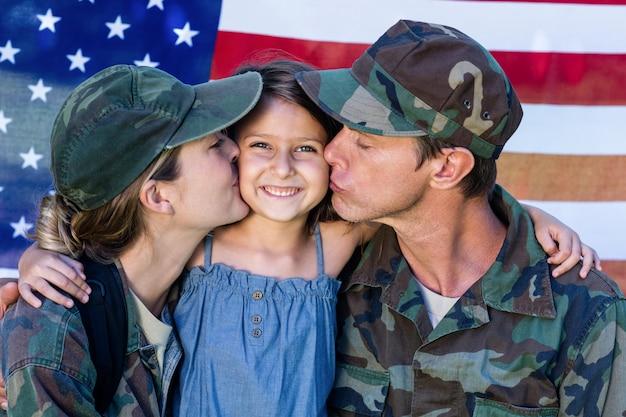 Pareja soldado se reunió con su hija