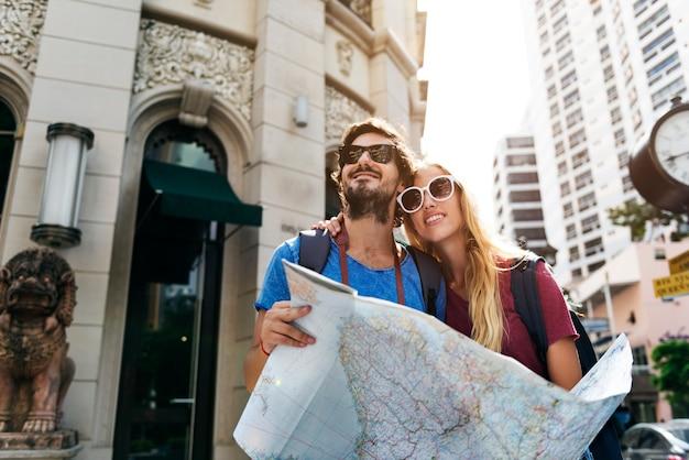 Pareja viajando juntos, viaje de viaje