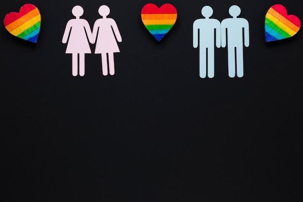 Parejas homosexuales iconos con corazones de arcoiris.