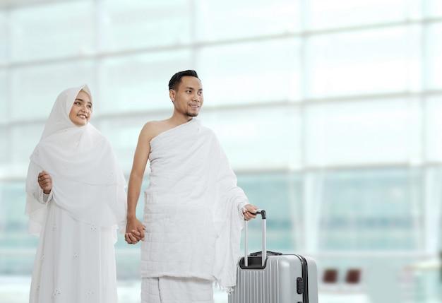 Parejas musulmanas esposa y esposo listos para el hayy