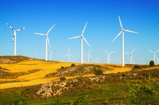 Parque eólico en tierras de cultivo