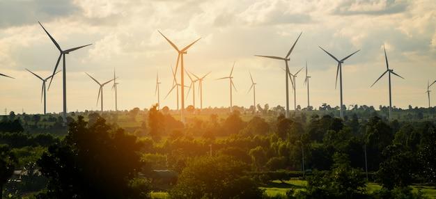 Parque eólico de turbina en ladera