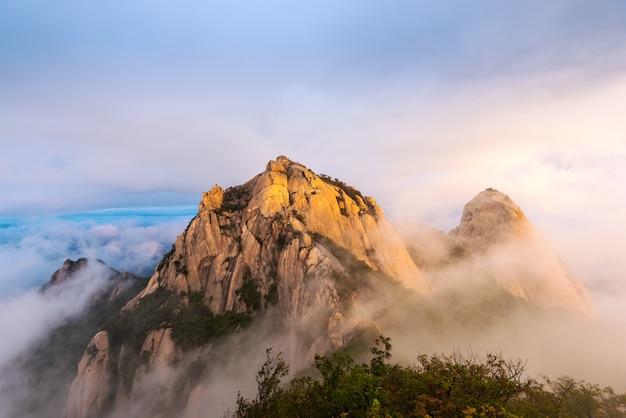 Parque nacional de bukhansan en la ciudad de seúl