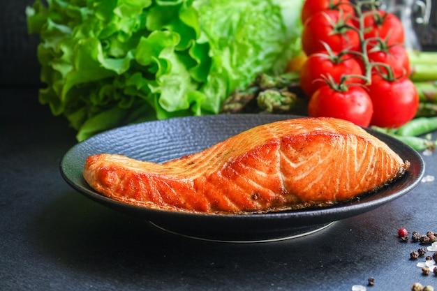 Parrillada de salmón frita