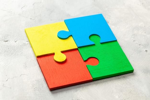 La parte coloreada del rompecabezas. concepto de apoyo al equipo y ayuda al socio.