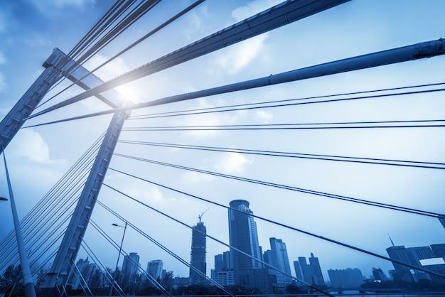 Parte de la estructura del puente de la autopista urbana