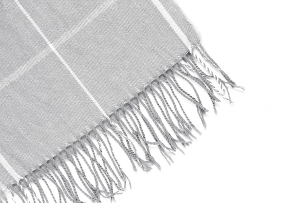 Parte de una hermosa bufanda gris en una jaula aislada