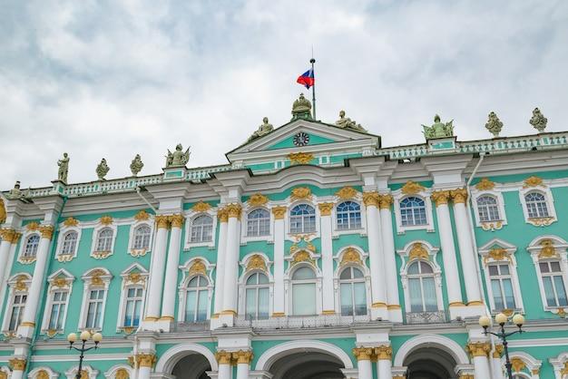 Parte del palacio de invierno en sankt peterburg, rusia
