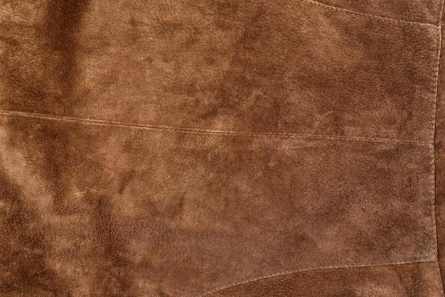Parte de la ropa de gamuza con textura marrón. piel genuina
