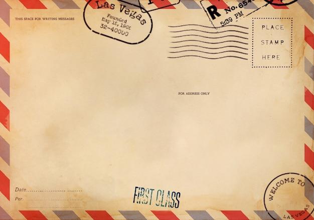 Parte trasera de una postal en blanco con manchas sucias