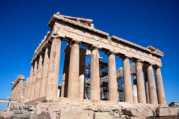 Partenón y acrópolis de atenas en un día soleado
