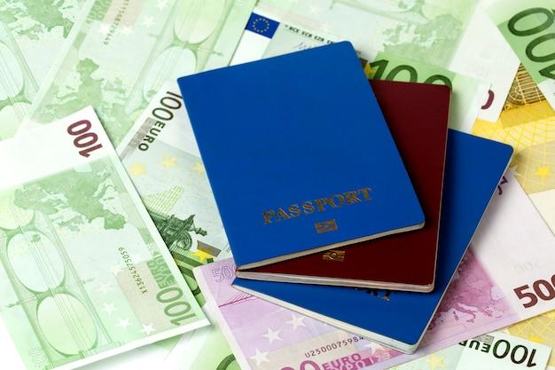 Pasaportes y dinero