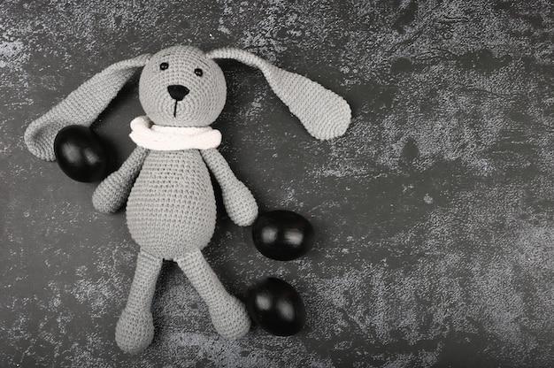 Pascua oscura concepto de pascua negro. huevos negros semana santa para los negros.