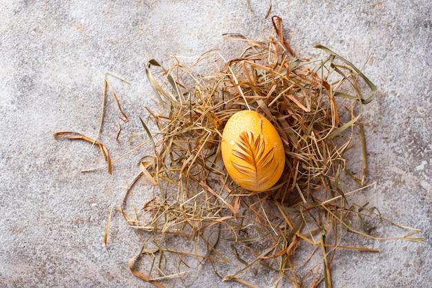 Pascua pintada huevo de gallina de oro