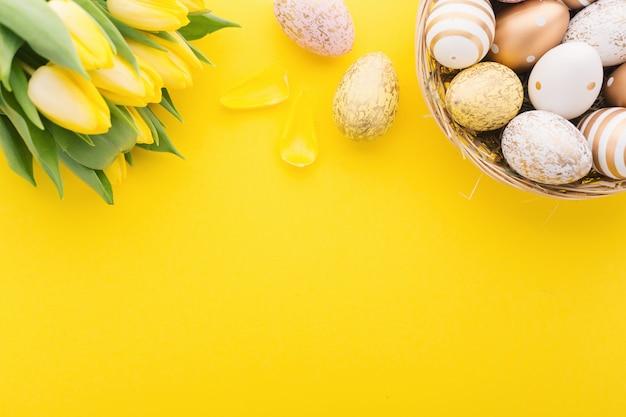 Pascua plana lay de huevos en nido
