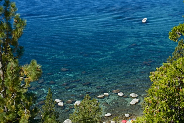 Paseos en bote por el lago tahoe
