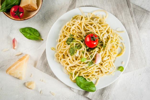 Pasta al pesto italiano
